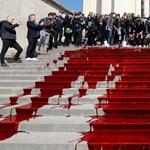 Patakokban folyt a művér a párizsi Trocadéro téren