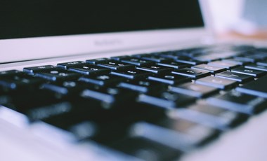 Online oktatással indul az új félév az egyetemeken