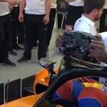A nap videója: Ezért nem kosárlabdázók vezetik az F1-autókat