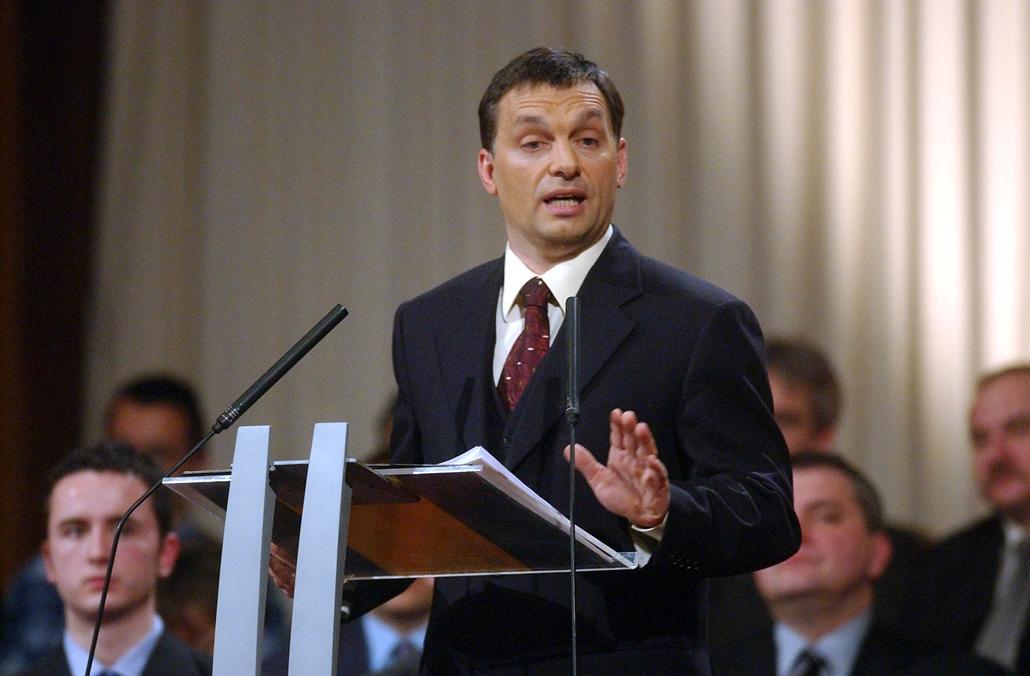 mti.03.02.07. Orbán Viktor volt miniszterelnök, a Fidesz - Magyar Polgári Párt elnökségi tagja évértékelő beszédet mondott a Pesti Vígadóban 2003. február 7.