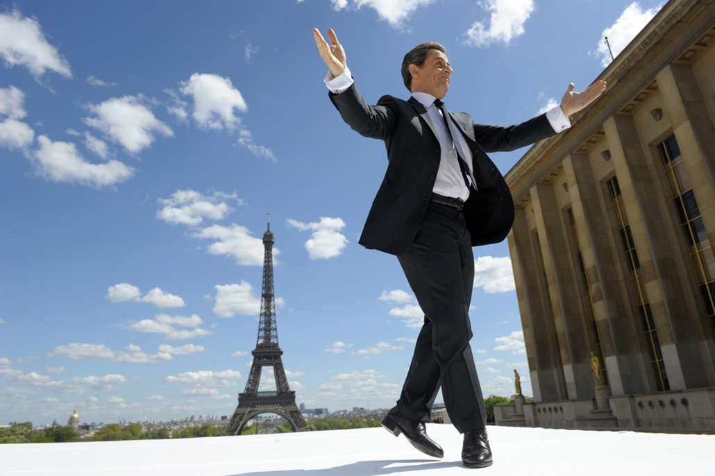 afp. Eiffel-torony 125 éves Nagyítás - 2012.05.01. Nicolas Sarkozy - RANCE, Paris : France's incumbent president and Union for a Popular Movement (UMP) party candidate for the French 2012 presidential election Nicolas Sarkozy arrives on stage to give a sp