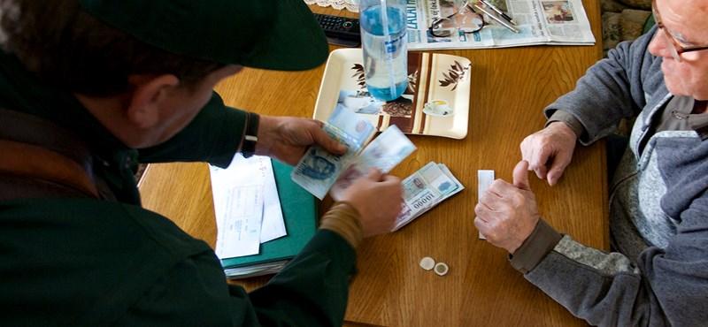 Ott volt a nyugdíj pénteken a számlán – csak nem szóltak a nyugdíjasoknak