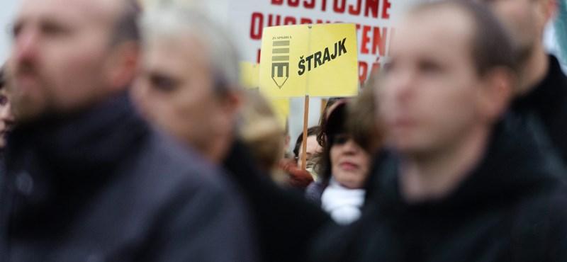 Pozsonyban is utcára mennek a tanárok: a magyar iskolák is veszélyben