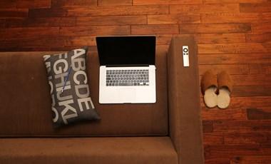 Friss felmérés: a fiataloknak ennyire nehezen megy az elköltözés a szülői házból?