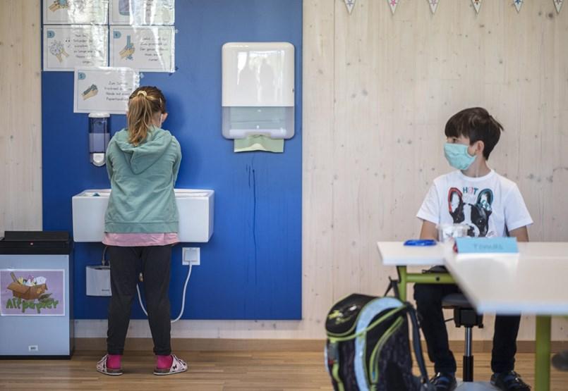 Belépés csak maszkban: fura időszak kezdődik kedden az iskolákban