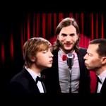 Így hangzik a Két pasi meg egy kicsi új intrója – videó