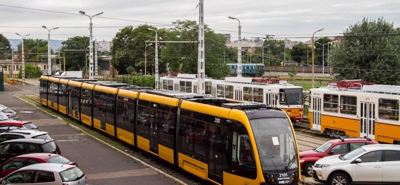 Összerakták az első új 1-es villamost Budapesten – fotó