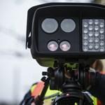 Új módszerrel, észrevehetetlenül is traffipaxoznak a magyar rendőrök, mutatjuk