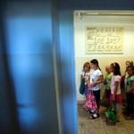A diákok és a tanárok száma is folyamatosan csökken