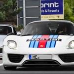 Illegális versenyzésen kapták az elhunyt Porsche vezér fiát és unokáját