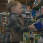 A kétéves Arthurral hódította meg a vásárlók szívét egy walesi kisbolt karácsonyi reklámja