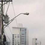 Panamavárosban éneklő rendőrök próbálják tartani a lelket az emberekben