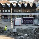 Konténerből vehetünk jegyet a széttúrt Széll Kálmán téren – fotók