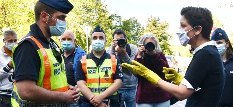 Hadházyt csak megállították, Szélt fel is jelentették a rendőrök a dudálós tüntetésen