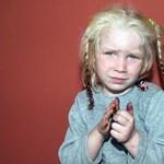 Jelentkeztek a cigánytáborban talált szőke lánykáért