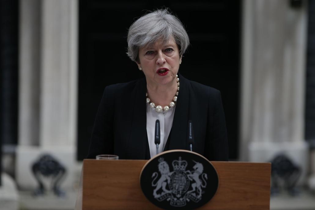 afp.17.05.23. - Theresa May sajtótájékoztatót tart a manchesteri terrortámadás után