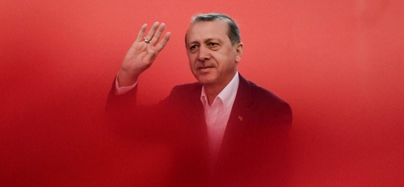 Év végén sem áll le a tisztogatás Törökországban
