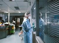 Franciaország az uniós országokból érkezőknek is kötelezővé teszi a negatív PCR-tesztet