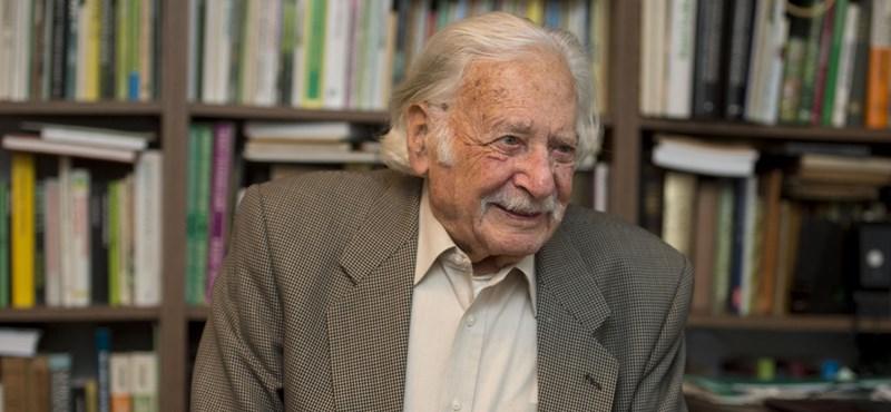 A díszpolgárságát megfúrták, de a Fidesz is felköszöntötte a 100 éves Bálint gazdát
