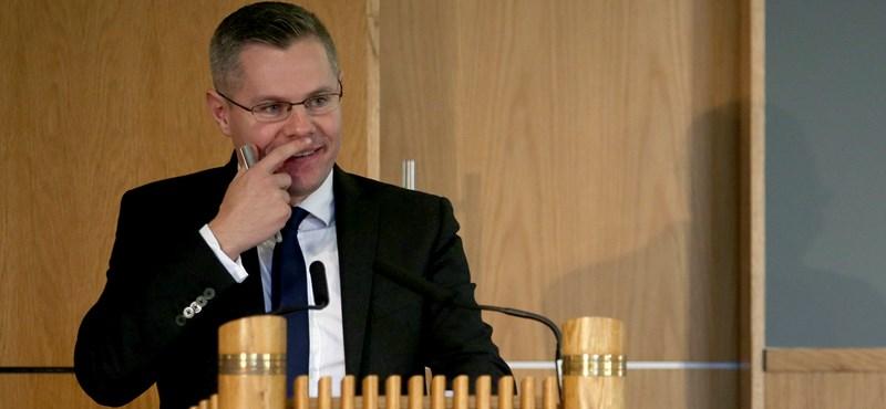 Lemondott a skót pénzügyminiszter, aki a Facebookon próbált elcsábítani egy 16 éves fiút