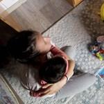Ingyenlakást matekozhatnak ki a három gyereket vállaló fiatal házasok