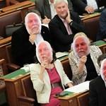 Andy Vajnák bukkantak fel a parlamenti padsorokban – fotó