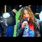 Bántalmazott lányok számára nyitott menhelyet az amerikai rockénekes