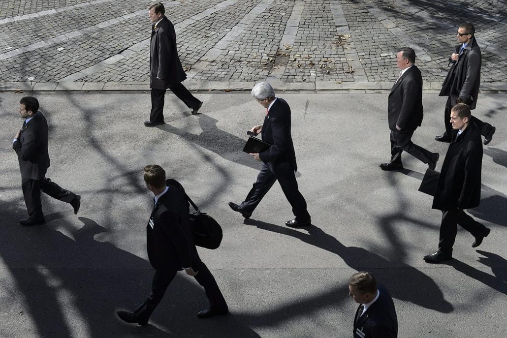 epa.15.03.03. - Montreux, Svájc: John Kerry amerikai külügyminiszter a Mohammad Dzsavád Zaríf iráni külügyminiszterrel zajló kétoldalú tárgyalása szünetében a svájci Montreux-ben - 7képei