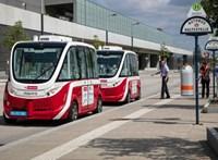 Elütött egy embert Bécsben az önvezető busz, Párizsban is leállították őket