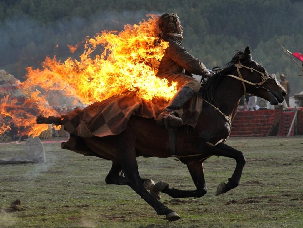 afp.14.09.10. - Bishkek, Kirgizisztán: kaszkadőr vágtája az első Nomád Világjátékokon - 7képei