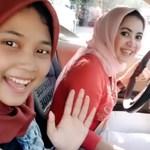 Videó: Bukósisak helyett nem biztos, hogy megvéd a fejkendő, de a vezetésben nincs hiba