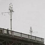 Új, békebeli oszlopok a Margit hídon - képek!