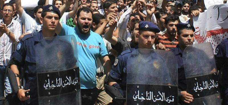 Súlyos harcok és közel félszáz halott Szíriában
