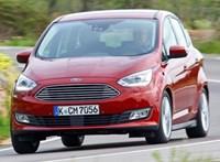 Két praktikus európai Fordot is kinyírtak a divatterepjárók