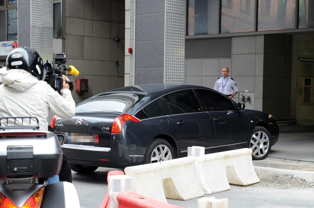 afp. Nicolas Sarkozy 2014.07.01. Nanterre, Franciaország, rendőrség, Őrizetbe vették Nicolas Sarkozyt