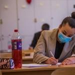 Érettségizők a tantermekben két héttel a vizsgák előtt - megéri vagy felesleges kockázat?
