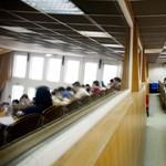 Pótfelvételi: mennyibe kerülnek a legnépszerűbb felsőoktatási szakképzések?