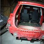 Videó: épp egy lopott autót bontott ez a ceglédi banda, amikor elkapták őket