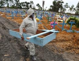 Egy nap alatt 45 ezer fertőzött Brazíliában, átlépte a 70 ezret a halottak száma
