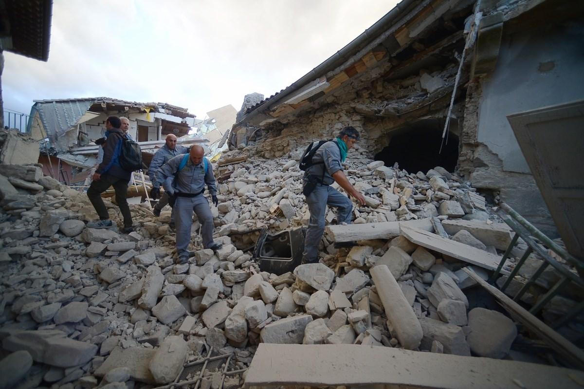 Az olaszországi földrengés képekben