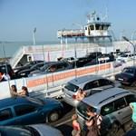 Így járhatnának a vízen autók tízezrei a Balatonon