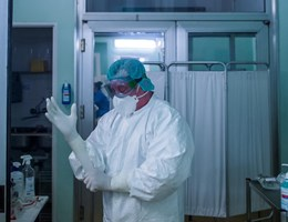 Elhunyt 8 krónikus beteg, 3841 főre nőtt a beazonosított fertőzöttek száma