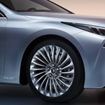 Magyarországra jöhet a Toyota percek alatt feltölthető villanymotoros autója