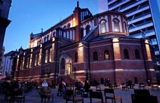 Bukarest hétfőtől újranyit