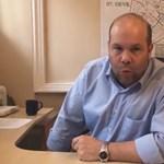Videóban riogat Göncz Árpáddal Harrach Péter fia Angyalföldön
