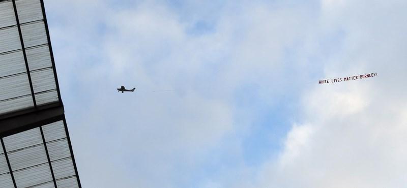 Repülőgép vontatta molinóval okoztak botrányt a Burnley meccsén