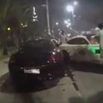 Így kell egy másodperc alatt 3 méregdrága sportkocsit összetörni – videó