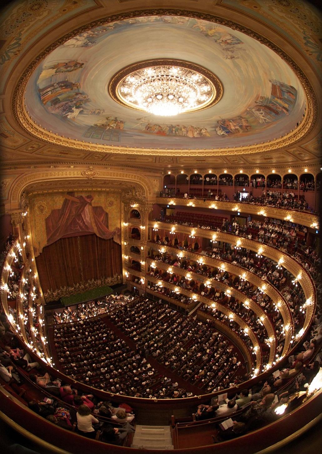 Buenos Aires, Argentína - Wolfgang Amadeus Mozart Varázsfuvolájának bemutatója Teatro Colon-ban.