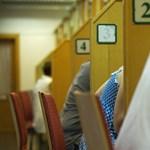Meglepetés éri a tanárokat a bankban: még decemberben megkapják a fizetést