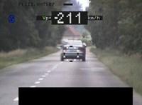 211 km/h-val előzte meg a rendőröket egy audis Szabolcsban